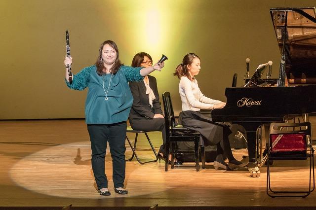 私もフルートの生徒さんの伴奏などをやらせていただきました。